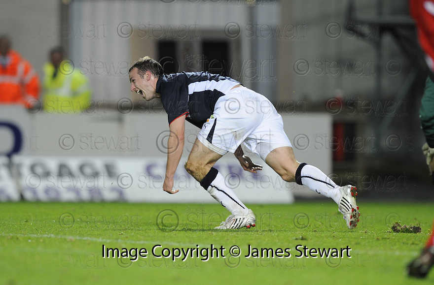 23/09/2008  Copyright Pic: James Stewart.File Name : sct_jspa08_falkirk_v_qots.STEVE LOVELL CELEBRATES AFTER HE SCORES FALKIRK'S SECOND.James Stewart Photo Agency 19 Carronlea Drive, Falkirk. FK2 8DN      Vat Reg No. 607 6932 25.Studio      : +44 (0)1324 611191 .Mobile      : +44 (0)7721 416997.E-mail  :  jim@jspa.co.uk.If you require further information then contact Jim Stewart on any of the numbers above........