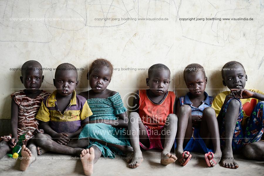 UGANDA, Arua, south sudanese refugees in Rhino camp refugee settlement, Nuer children / suedsudanesische Fluechtlinge im Fluechtlingslager Rhino Camp, Kinder der Volksgruppe der Nuer