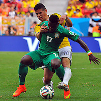 BRASILIA - BRASIL -19-06-2014. James Rodriguez (#10) jugador de Colombia (COL) disputa el balón con Sylvain Gbohouo (#17) jugador de  Costa de Marfil (CIV) durante partido del Grupo C de la Copa Mundial de la FIFA Brasil 2014 jugado en el estadio Mané Garricha de Brasilia./ James Rodriguez (#10) player of Colombia (COL) fights the ball with Sylvain Gbohouo (#17)  player of Ivory Coast (CIV) during the macth of the Group C of the 2014 FIFA World Cup Brazil played at Mane Garricha stadium in Brasilia. Photo: VizzorImage / Alfredo Gutiérrez / Contribuidor