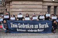 """Mahnwache zum Fall Burak Bektas.<br /> Am Freitag den 5. Februar 2016 versammelten sich Angehoerige und Freunde des 2012 in Berlin-Neukoelln ermordeten Burak Bektas und Mitglieder der """"Initiative fuer die Aufklaerung des Mordes an Burak"""" vor dem Amtsgericht in Berlin-Moabit zu einer Mahnwache. Anlass waren die Anfang Januar bekanntgewordene Details zu den bisherigen Ermittlungen in dem Mordfall. So leugnet nach Aussagen der Initiative und der Angehoerigen der zustaendige Berliner Staatsanwalt Dieter Horstmann die Existenz einer intern durchgefuehrten """"Operativen Fallanalyse"""", die ein rechtes/rasssistisches Motiv im Mordfall Burak Bektas als moegliche Tatversion benennt. Auch wird den Ueberlebenden des Mordanschlags eine Gegenueberstellung mit einem Tatverdaechtigen verwehrt, der wegen einem aehnlichen Mord unter dringendem Tatverdacht steht und im Zuge der Ermittlungen im Fall Burak Bektas aufgetaucht ist.<br /> Die Initiavive sowie die Angehoerigen und Anwaelte der Angehoerigen fordern, dass der der Fall dem zustaendigen Staatsanwalt Horstmann entzogen und an die Generalbundesanwaltschaft uebergeben wird!<br /> Der 22jaehrige Burak Bektas war 2012 in der Nacht zum 5. April auf offener Strasse erschossen, zwei Freunde von ihm ueberlebten das Attentat schwer verletzt.<br /> 5.2.2016, Berlin<br /> Copyright: Christian-Ditsch.de<br /> [Inhaltsveraendernde Manipulation des Fotos nur nach ausdruecklicher Genehmigung des Fotografen. Vereinbarungen ueber Abtretung von Persoenlichkeitsrechten/Model Release der abgebildeten Person/Personen liegen nicht vor. NO MODEL RELEASE! Nur fuer Redaktionelle Zwecke. Don't publish without copyright Christian-Ditsch.de, Veroeffentlichung nur mit Fotografennennung, sowie gegen Honorar, MwSt. und Beleg. Konto: I N G - D i B a, IBAN DE58500105175400192269, BIC INGDDEFFXXX, Kontakt: post@christian-ditsch.de<br /> Bei der Bearbeitung der Dateiinformationen darf die Urheberkennzeichnung in den EXIF- und  IPTC-Daten nicht entfernt werden, diese"""
