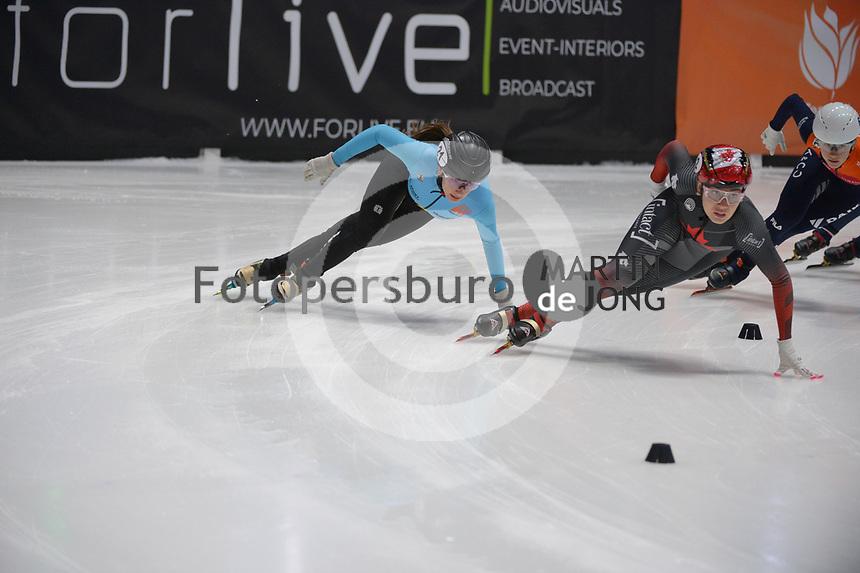 SPEEDSKATING: DORDRECHT: 07-03-2021, ISU World Short Track Speedskating Championships, QF 1000m Ladies, Hanne Desmet (BEL), Courtney Sarault (CAN), ©photo Martin de Jong