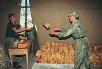 - bakery organized by Albanian army in the Italian camp of Kukes for Kosovo refugees....- forno per il pane organizzato dall'esercito albanese nel campo italiano di Kukes per i profughi dal Kossovo