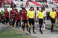 BOGOTÁ -COLOMBIA, 11-03-2015. Jugadores de Cúcuta Deportivo y Deportes Tolima ingresan al campo de juego previo al encuentro por la fecha 9 de la Liga Aguila I 2015 jugado en el estadio General Santander de la ciudad de Cúcuta./ Players of Cucuta Deportivo and Deportes Tolima enter to the field prior the match for the 9th of the Aguila League I 2015 played at General Santander stadium in Cucuta city. Photo: VizzorImage / Manuel Hernandez /Str