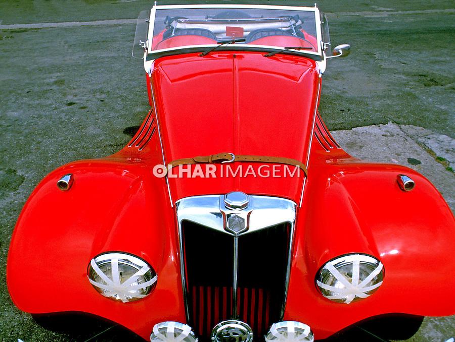 Frente de carros antigo MG. SP. Foto de Juca Martins.