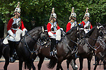 United Kingdom, London: Trooping the Colour, Household Cavalry along The Mall | Grossbritannien, England, London: Trooping the Colour, alljaehrliche Militaerparade am zweiten Samstag im Juni zu Ehren des Geburtstages der britischen Koenige und Königinnen, Garde-Kavallerie reitet The Mall entlang