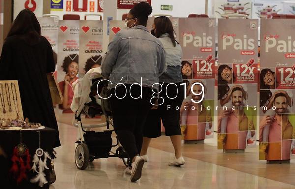 Campinas (SP), 05/08/2021 - Comércio/Dia dos Pais - Movimentação e vitrines de lojas prontas para o Dia dos Pais no Shopping Bandeiras, na cidade de Campinas, interior de São Paulo, nesta quinta-feira (05).