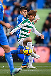 Takashi Inui of SD Eibar (R) in action against Portillo Soler of Getafe CF (L) during the La Liga 2017-18 match between Getafe CF and SD Eibar at Coliseum Alfonso Perez Stadium on 09 December 2017 in Getafe, Spain. Photo by Diego Souto / Power Sport Images
