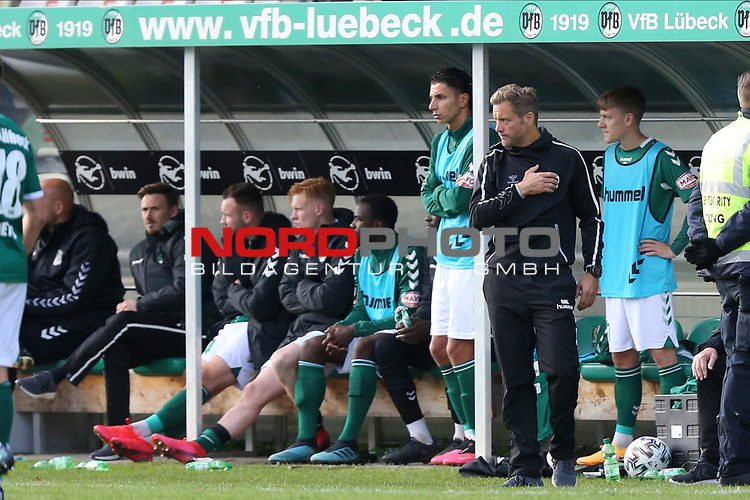 17.10.2020, Dietmar-Scholze-Stadion an der Lohmuehle, Luebeck, GER, 3. Liga, VfB Luebeck vs SG Dynamo Dresden <br /> <br /> im Bild / picture shows <br /> Trainer Rolf Martin Landerl (VfB Luebeck) Hand aufs Herz<br /> <br /> DFB REGULATIONS PROHIBIT ANY USE OF PHOTOGRAPHS AS IMAGE SEQUENCES AND/OR QUASI-VIDEO.<br /> <br /> Foto © nordphoto / Tauchnitz