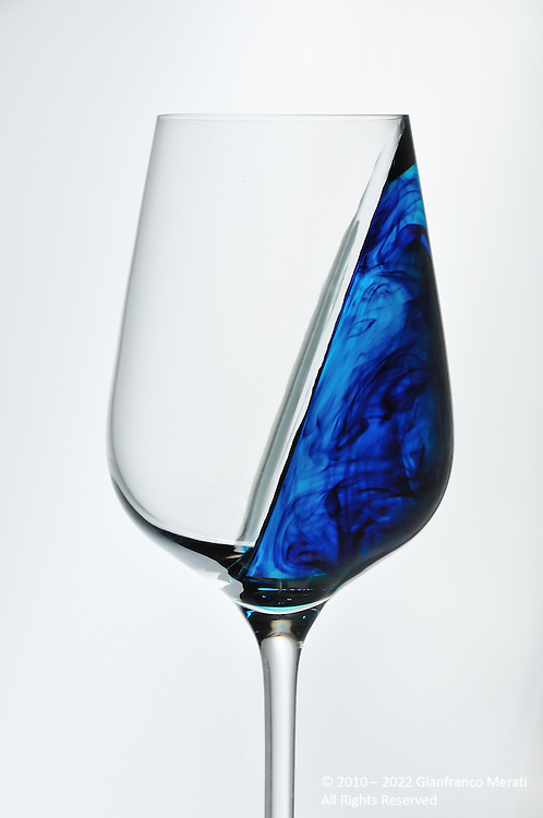 Optical illusion obtained with wine glasses