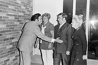 Sujet : Ti-Gus et Ti-Mousse au vieux bardeau<br /> Date : Vers 1970<br /> Photographe : Jacques Thibault<br /> - Agence Quebec Presse