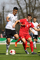 Aymen Barkok (Deutschland, Eintracht Frankfurt) gegen Jovan Nisic (Serbien) - 25.03.2017: U19 Deutschland vs. Serbien, Sportpark Kelsterbach