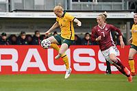 Clare Polkinghome (Australien, Australia) gegen Lea Schüller (Deutschland, Germany) - 10.04.2021 Wiesbaden: Deutschland vs. Australien, BRITA Arena, Frauen, Freundschaftsspiel