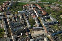 Wohnbauten: EUROPA, DEUTSCHLAND, HAMBURG, (EUROPE, GERMANY), 13.04.2007:Hamburg Wilhelmsburg, Vogelhuettendeich, Hafenrandstrasse, Sozialer Wohnungsbau, Block, Quaree, Hinterhaus Sanierung, Mietshaus, Haus, Wohnen, IBA 2013,  Luftbild, Luftansicht, Luftaufnahme, Aufwind- Luftbilder..c o p y r i g h t : A U F W I N D - L U F T B I L D E R . de.G e r t r u d - B a e u m e r - S t i e g 1 0 2, .2 1 0 3 5 H a m b u r g , G e r m a n y.P h o n e + 4 9 (0) 1 7 1 - 6 8 6 6 0 6 9 .E m a i l H w e i 1 @ a o l . c o m.w w w . a u f w i n d - l u f t b i l d e r . d e.K o n t o : P o s t b a n k H a m b u r g .B l z : 2 0 0 1 0 0 2 0 .K o n t o : 5 8 3 6 5 7 2 0 9.C o p y r i g h t n u r f u e r j o u r n a l i s t i s c h Z w e c k e, keine P e r s o e n l i c h ke i t s r e c h t e v o r h a n d e n, V e r o e f f e n t l i c h u n g  n u r  m i t  H o n o r a r  n a c h M F M, N a m e n s n e n n u n g  u n d B e l e g e x e m p l a r !.