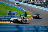 #20: Erik Jones, Joe Gibbs Racing, Toyota Camry DeWalt, #48: Jimmie Johnson, Hendrick Motorsports, Chevrolet Camaro Ally