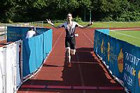 David Renz jubelt beim Zieleinlauf - Mörfelden-Walldorf 18.07.2021: MoeWathlon