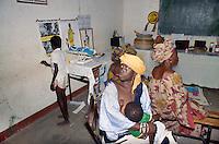 - women in a governmental familiar doctor's office....- donne in un consultorio familiare governativo
