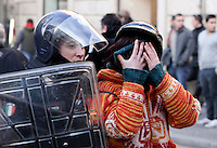 Incidenti tra manifestanti e forze dell'ordine al corteo degli studenti a Roma, 14 dicembre 2010..A student is arrested by an antiriot Carabinieri paramilitary police officers during clashes following a protest in Rome, 14 december 2010..© UPDATE IMAGES PRESS/Riccardo De Luca