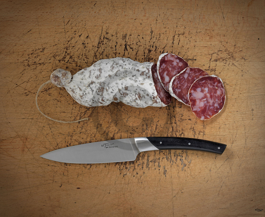 16/01/15 - ORLEAT - PUY DE DOME - FRANCE - Mise en scene studio de saucisson d Auvergne - Photo Jerome CHABANNE