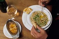 Europe/Allemagne/Forêt Noire/Glottertal : Le père de Hermann-Joseph Strecker mange un bouillon de volaille aux cèpes
