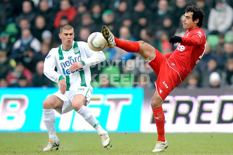 voetbal fc groningen - fc twente eredivisie seizoen 2009-2010 24-01-2010 kenneth perez met danny holla