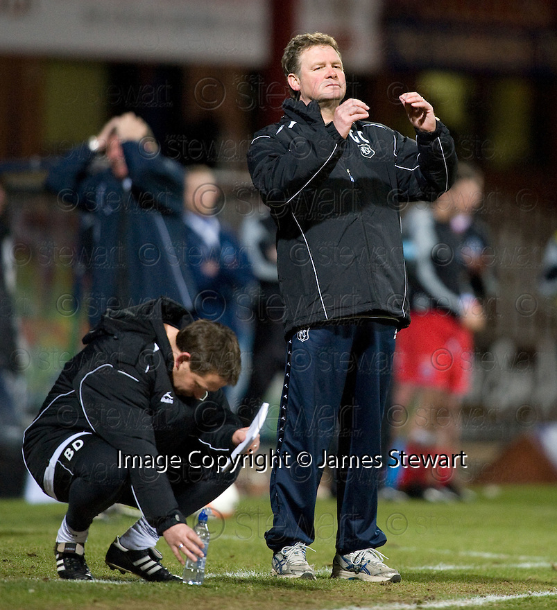 23/03/2010 Copyright  Pic : James Stewart.sct_jspa10_dundee_v_qots  .::  DUNDEE MANAGER GORDON CHISHOLM AND ASSISTANT BILLY DODDS SHOW THEIR FRUSTRATION  ::  .James Stewart Photography 19 Carronlea Drive, Falkirk. FK2 8DN      Vat Reg No. 607 6932 25.Telephone      : +44 (0)1324 570291 .Mobile              : +44 (0)7721 416997.E-mail  :  jim@jspa.co.uk.If you require further information then contact Jim Stewart on any of the numbers above.........