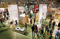 Dutch Design Week. 9 dagen lang presenteert DDW op 100 locaties processen, experimenten en ideeën van 2400 designers. Expositie in het Klokgebouw. Mind The Step
