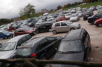 Macchine in doppia fila e tripla fila. Car in two rows and thre rows......