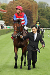 09-11-11 : coming back from the track japanese horse Nakayama Festa (4th out of 4) and jockey Masayoshi Ebina