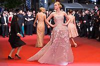 Elle Fanning - CANNES 2106 - MONTEE DU FILM 'THE NEON DEMON'