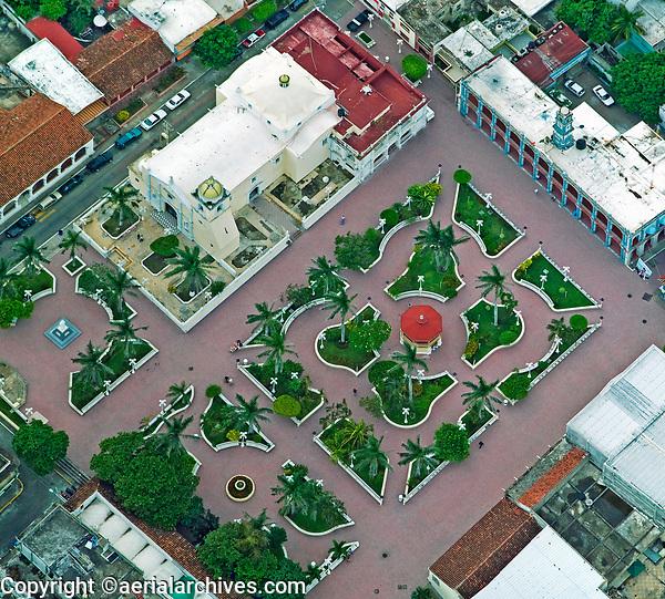 aerial photograph of a church and plaza in Veracruz, Mexico | fotografía aérea de una iglesia y plaza en Veracruz, México
