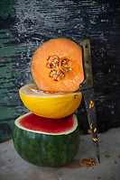 Gastronomie générale / Diététique /  Melon de Cavaillon , melon d'ESpagne et Pastèque bio // General cuisine / Organic Cavaillon melon, organic canary yellow melon and watermelon