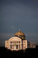 Teatro Amazonas, construído em 1896, durante o ciclo da borracha, na praça de São Sebastião. Manaus/2011. Foto: Ana Mokarzel