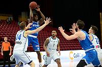 18-05-2021: Basketbal: Donar Groningen v Heroes Den Bosch: Groningen, Den Bosch speler Demario Mayfield voor Donar speler Thomas Koenis