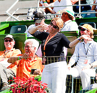8-3-09,Argentina, Buenos Aires, Daviscup  Argentina-Netherlands,  Karin van Bijleveld wordt door de Nederlandse supporters toegezongen op haar verjaardag