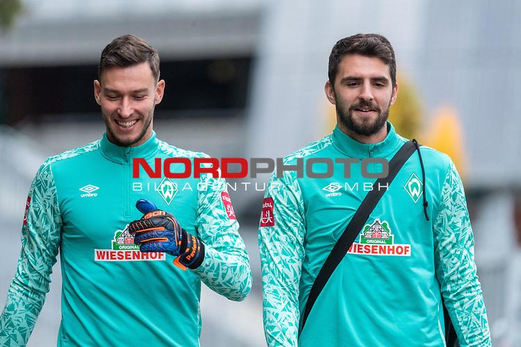 16.10.2020, Trainingsgelaende am wohninvest WESERSTADION - Platz 12, Bremen, GER, 1.FBL, Werder Bremen Abschlusstraining<br /> <br /> <br /> Jiri Pavlenka (Werder Bremen #01)<br /> Stefanos Kapino (Werder Bremen #27)<br /> Querformat<br /> gut gelaunt<br /> <br /> <br /> Foto © nordphoto / Kokenge