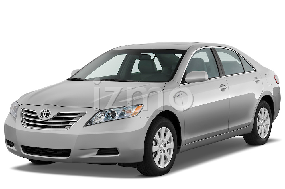 Front three quarter view of a 2009 Toyota Camry Hybrid.