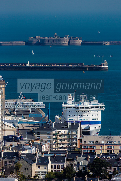 Europe/France/Normandie/Basse-Normandie/50/Manche/Cherbourg: vue sur la ville et le port depuis le Fort du Roule // Europe/France/Normandie/Basse-Normandie/50/Manche/Cherbourg: elevated Cherbourg city view from the Fort du Roule