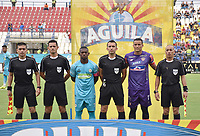 MONTERIA - COLOMBIA, 30-03-2019: Roque Cardozo capitán de Jaguares, Carlos Betancur, árbitro, y Jose Luis Chunga capitán del Junior durante los actos protocolarios previo al partido por la fecha 12 de la Liga Águila I 2019 entre Jaguares de Córdoba F.C. y Atlético Junior jugado en el estadio Jaraguay de la ciudad de Montería. / Pablo Rojas captain of Jaguares, Carlos Betancur, referee, and Jose Luis Chunga captain of Junior, during formal events prior a match for the date 12 as part Aguila League I 2019 between Jaguares de Cordoba F.C. and Atletico Junior played at Jaraguay stadium in Monteria city. Photo: VizzorImage / Andres Felipe Lopez / Cont