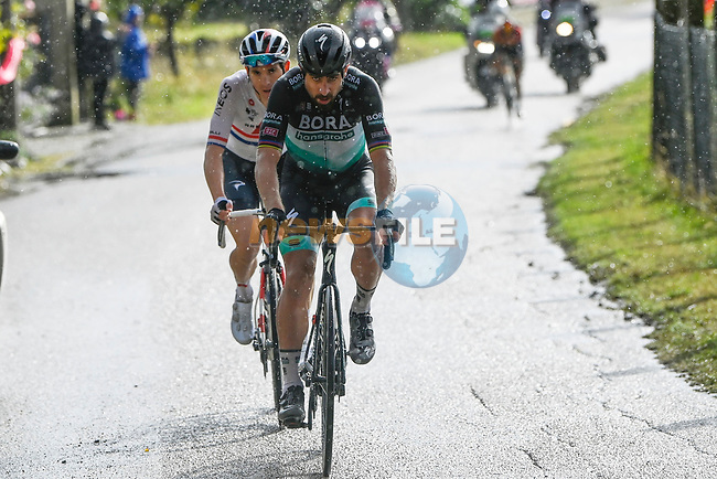 Peter Sagan (SVK) Bora-Hansgrohe and British Champion Ben Swift (GBR) Ineos Grenadiers escape from the breakaway group during Stage 10 of the 103rd edition of the Giro d'Italia 2020 running 177km from Lanciano to Tortoreto, Italy. 13th October 2020.  <br /> Picture: LaPresse/Fabio Ferrari | Cyclefile<br /> <br /> All photos usage must carry mandatory copyright credit (© Cyclefile | LaPresse/Fabio Ferrari)