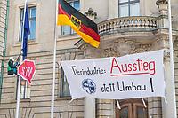 Tierschuetzer protestierten am Freitag den 5. Maerz 2021 vor dem Bundeslandwirtschaftsministerium gegen die industrielle Massentierhaltung und Fleischproduktion.<br /> 5.3.2021, Berlin<br /> Copyright: Christian-Ditsch.de