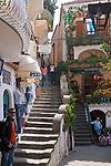 ITA, Italien, Kampanien, Sorrentinische Halbinsel, Amalfikueste, Positano: Einkaufsstrasse mit Boutiquen | ITA, Italy, Campania, Sorrento Peninsula, Amalfi Coast, Positano: shopping lane with fashion boutiques