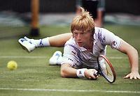 1988, Wimbledon, Boris Becker diving to the ball