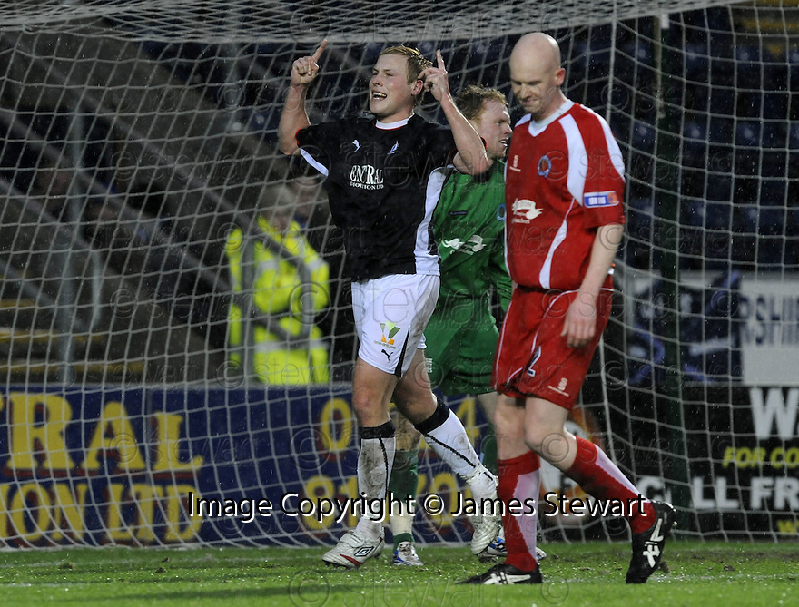 10/01/2009  Copyright Pic: James Stewart.File Name : sct_jspa08_falkirk_v_qots.SCOT ARFIELD CELEBRATES AFTER HE SCORES FALKIRK'S FIRST.James Stewart Photo Agency 19 Carronlea Drive, Falkirk. FK2 8DN      Vat Reg No. 607 6932 25.Studio      : +44 (0)1324 611191 .Mobile      : +44 (0)7721 416997.E-mail  :  jim@jspa.co.uk.If you require further information then contact Jim Stewart on any of the numbers above.........