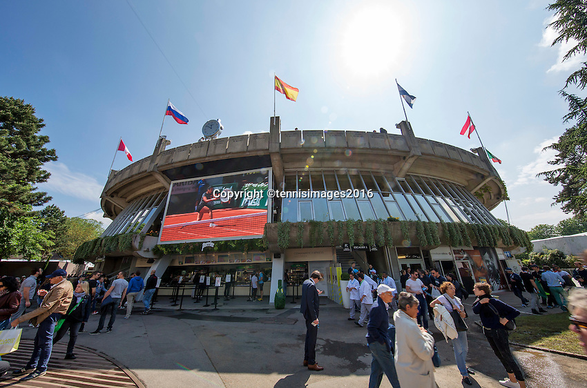 Paris, France, 25 June, 2016, Tennis, Roland Garros,  ambiance with on the background court nr one<br /> Photo: Henk Koster/tennisimages.com
