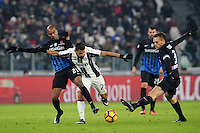 Calcio, Ottavi di finale di Tim Cup: Juventus vs Atalanta. Torino, Juventus Stadium, 11 gennaio 2017.<br /> Juventus' Tomas Rincon, center, is challenged by Atalanta's Abdoulay Konko, left, and Rafael Toloi during the Italian Cup football round of 16 match between Juventus and Atalanta at Turin's Juventus Stadium, 8 January 2017. Juventus won 3-2 to join the quarter finals.<br /> UPDATE IMAGES PRESS/Manuela Viganti