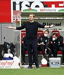 17.10.2020, Schwarzwald Stadion, Freiburg, GER, 1.FBL, SC Freiburg vs SV Werder Bremen<br /> <br /> im Bild / picture shows<br /> Trainer Florian Kohfeldt (Bremen)<br /> <br /> Foto © nordphoto / Bratic<br /> <br /> DFL REGULATIONS PROHIBIT ANY USE OF PHOTOGRAPHS AS IMAGE SEQUENCES AND/OR QUASI-VIDEO.