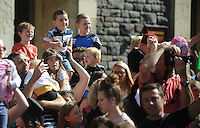 Pictured: Saturday 17 September 2016<br /> Re: Roald Dahl's City of the Unexpected has transformed Cardiff City Centre into a landmark celebration of Wales' foremost storyteller, Roald Dahl, in the year which celebrates his centenary.<br /> Children watch from the crowd.