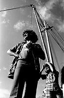 Robert Charlebois et une equipe de tournage, aout 1973 (date exacte inconue)<br /> <br /> PHOTO : Alain Renaud - Agence Quebec Presse <br /> <br /> <br /> <br /> <br /> PHOTO :   Agence Quebec Presse