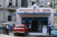 Amérique Centrale/Cuba/La Havane: Le Prado - Station service - Pompe à essence
