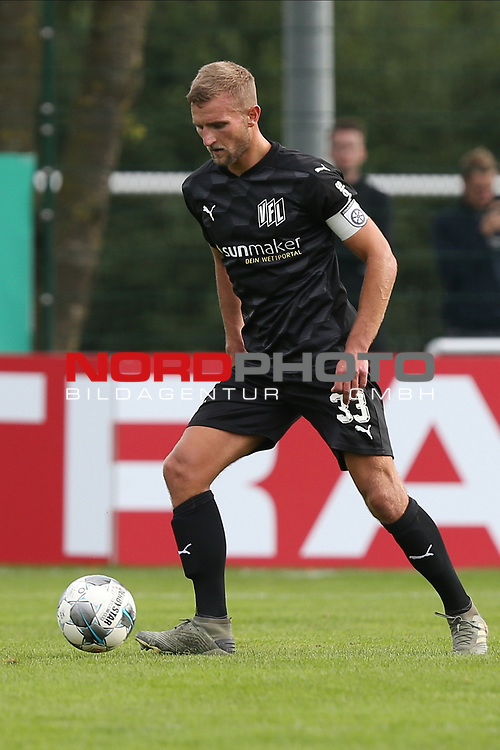 12.09.2020, JODA Sportpark, Todesfelde, GER, DFB-Pokal Runde1 SV Todesfelde vs. VfL Osnabrueck <br /> <br /> DFB REGULATIONS PROHIBIT ANY USE OF PHOTOGRAPHS AS IMAGE SEQUENCES AND/OR QUASI-VIDEO.<br /> <br /> im Bild / picture shows<br /> Einzelaktion/Aktion. Ganze Figur. Einzeln. Freisteller. Timo Beermann (VfL Osnabrueck)<br /> <br /> <br /> <br /> Foto © nordphoto / Tauchnitz